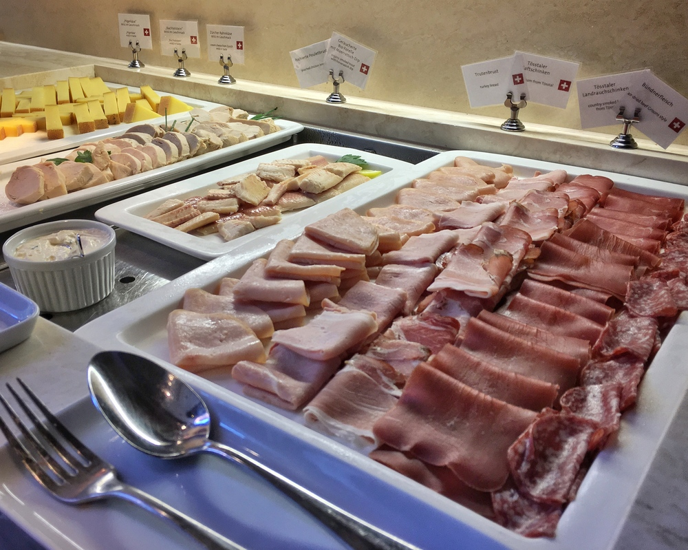 Breakfast buffet with locally sourced delicacies. / © Eileen Hsieh