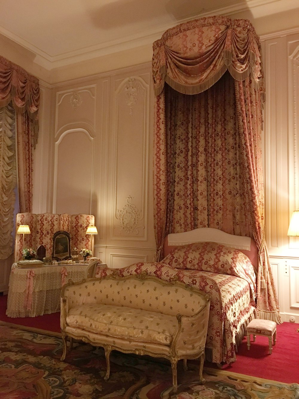 UK Waddesdon Manor guest room National Trust French Chateau Rothschild Buckinghamshire garden chateau Eileen Hsieh Follow That Bug .jpg
