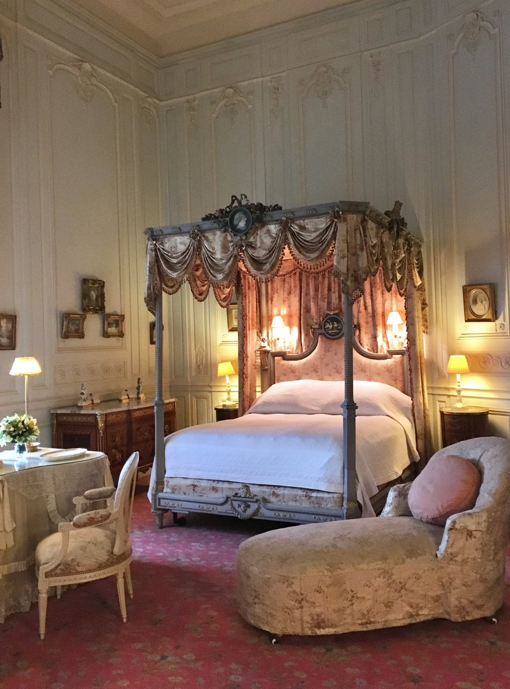 UK Waddesdon Manor architecture churchill bedroom National Trust French Chateau Rothschild Buckinghamshire garden chateau Eileen Hsieh Follow That Bug 2.jpg
