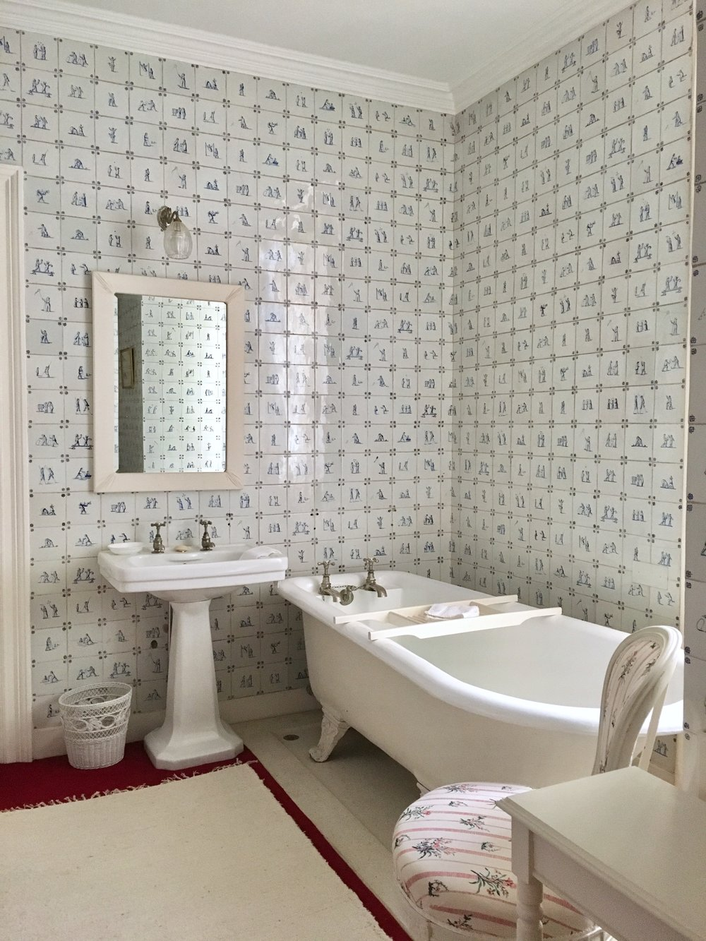 UK Waddesdon Manor ensuite bathroom National Trust French Chateau Rothschild Buckinghamshire garden chateau Eileen Hsieh Follow That Bug .jpg