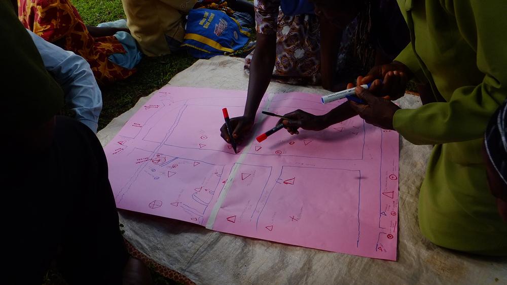 Community mapping exercise in Bukhalalire, Kenya (1)  © Onyango Ouma 2012 / ODI