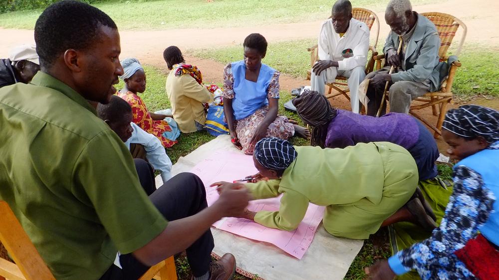 Community mapping exercise in Bukhalalire, Kenya (2)   © Onyango Ouma 2012 / ODI