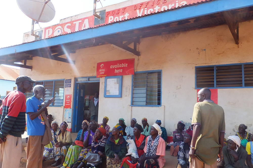 Beneficiaries waiting for cash transfers at the post office, Kenya.    © Beryl Oyier 2012 / ODI