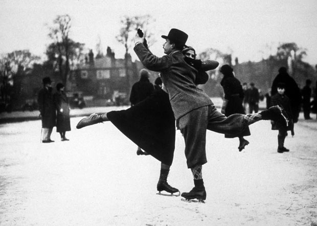 ice skate 1933.jpg