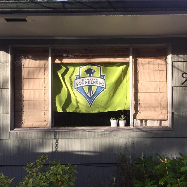 Showing some pride. #mlscup #soundersfc #ravegreen