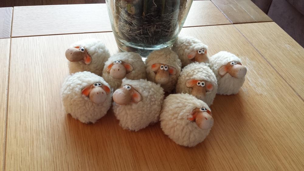 schaapjes van keramiek met wol 3 euro per stuk