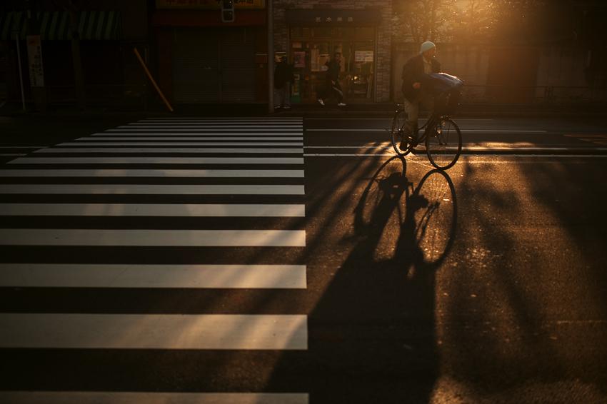tokyo-2012-asakusa-street-bicycle-sunset