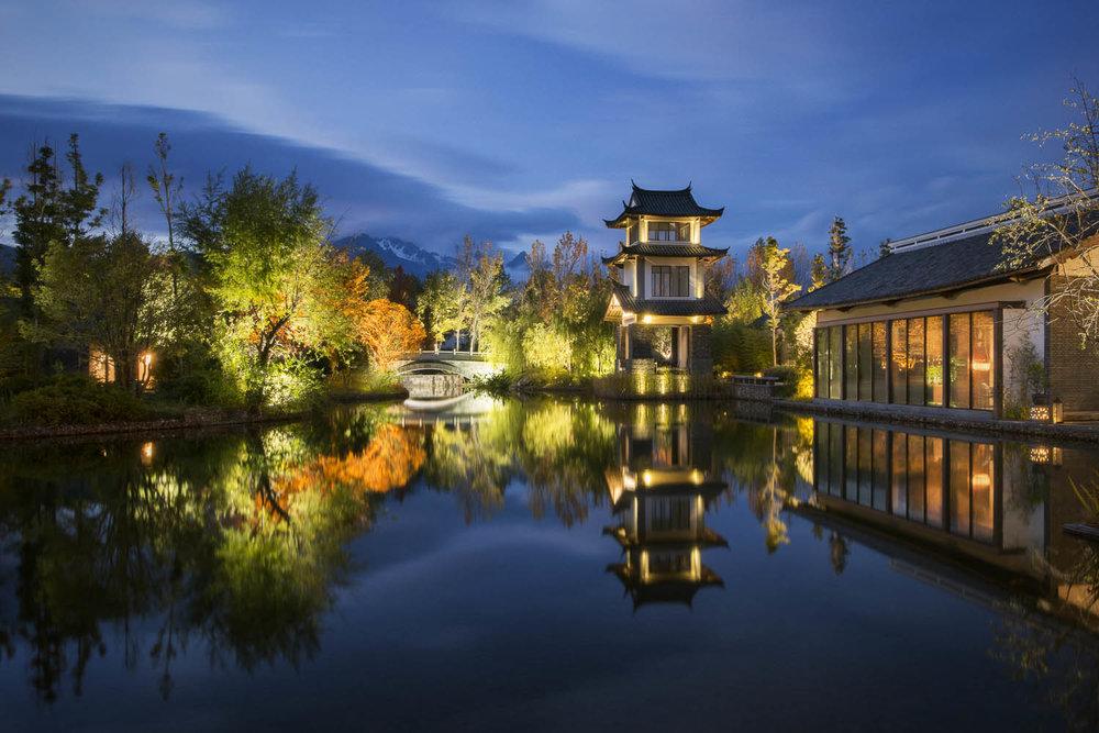 Pullman-lijiang-garden-lake-02.jpg