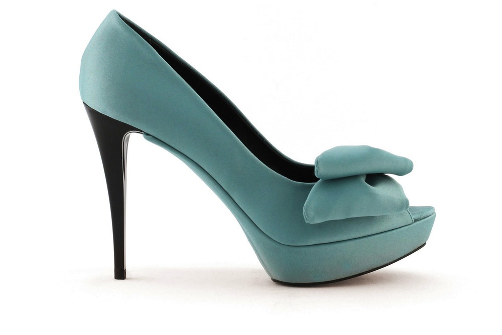 wedding-shoes-bridal-heels-by-rosa-clara-2013-colored-teal.jpeg