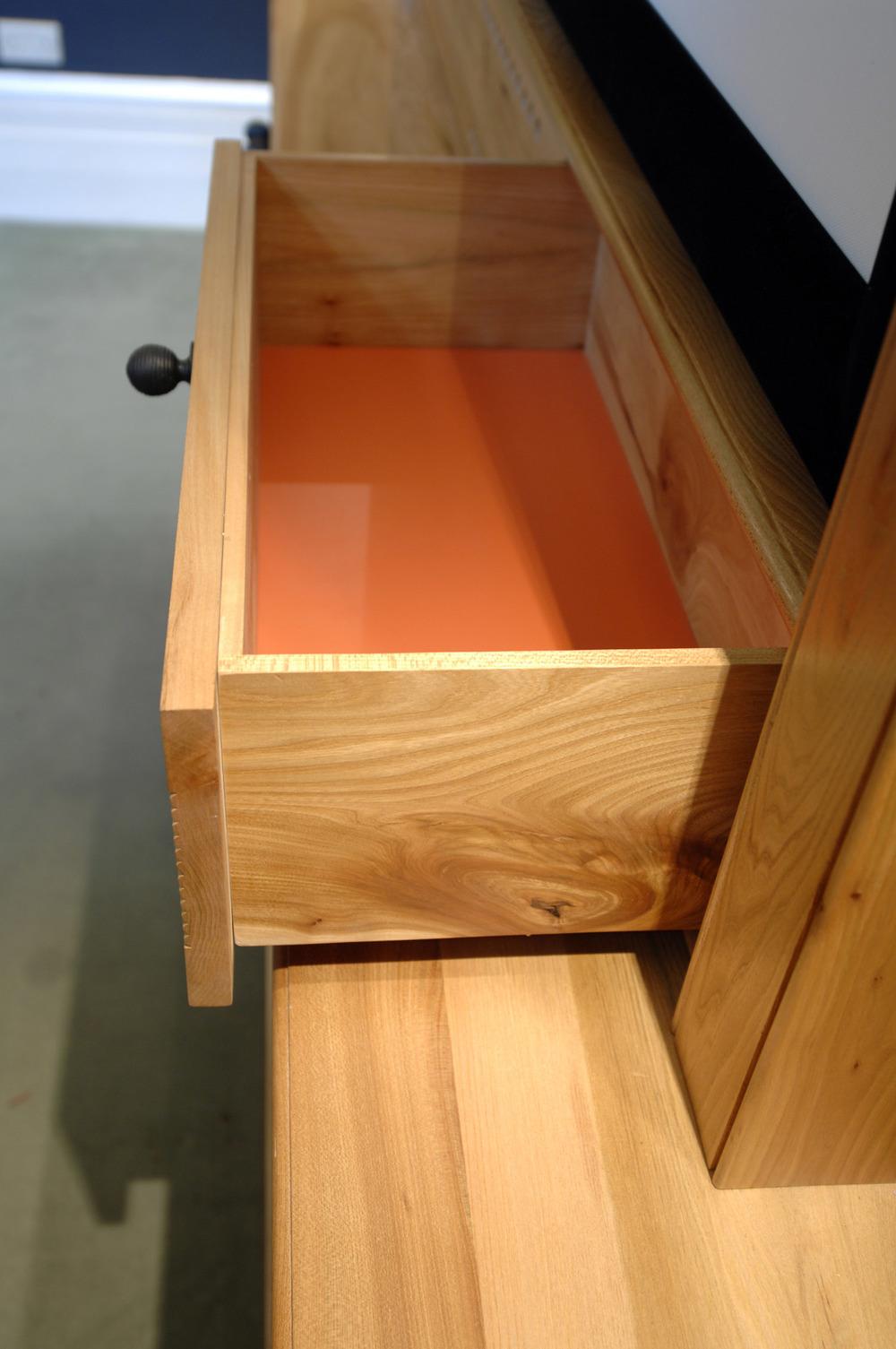 detil.orangedrawer.jpg