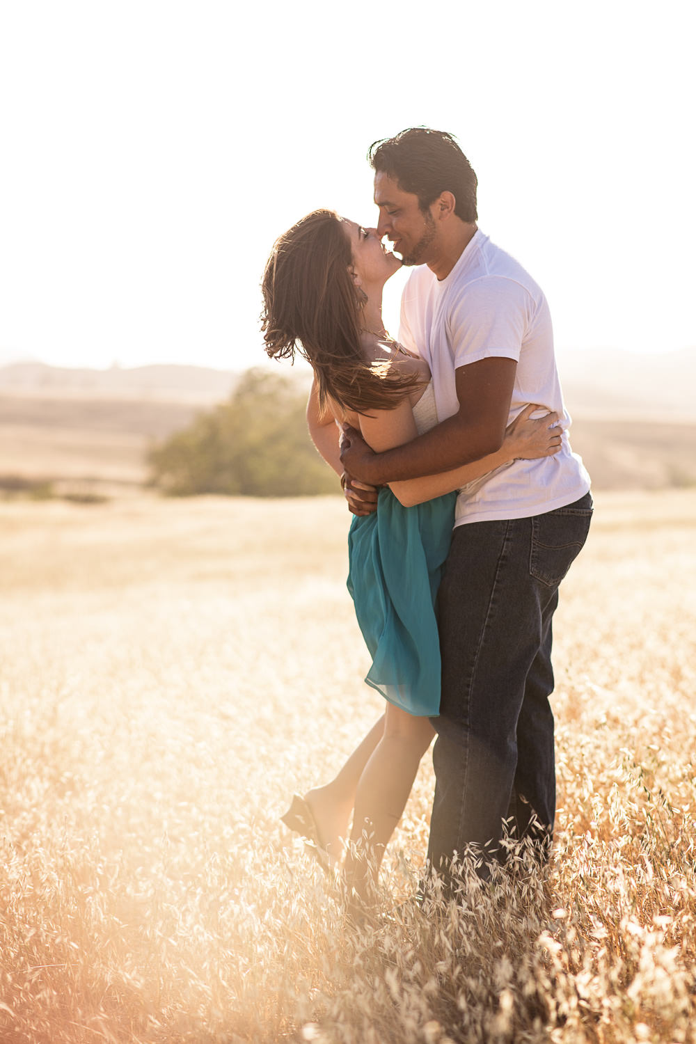 f27-Photography-Engagement-Session-thousand-oaks-field-kiss