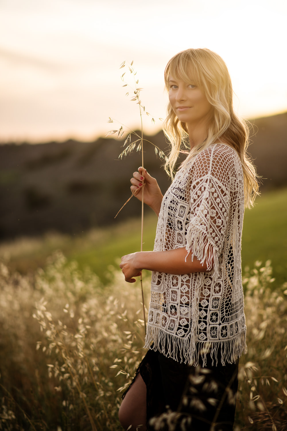 f27-Photography-ojai-valley-sulpher-mountain-golden-field-sunset-portrait