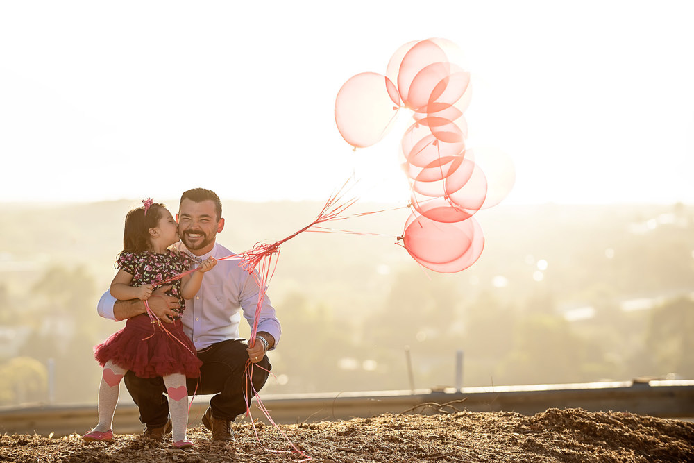 f27-Photography-Ventura-Grant-Park-Serra-Cross-Family-Photo-Session-giving-dad-a-kiss