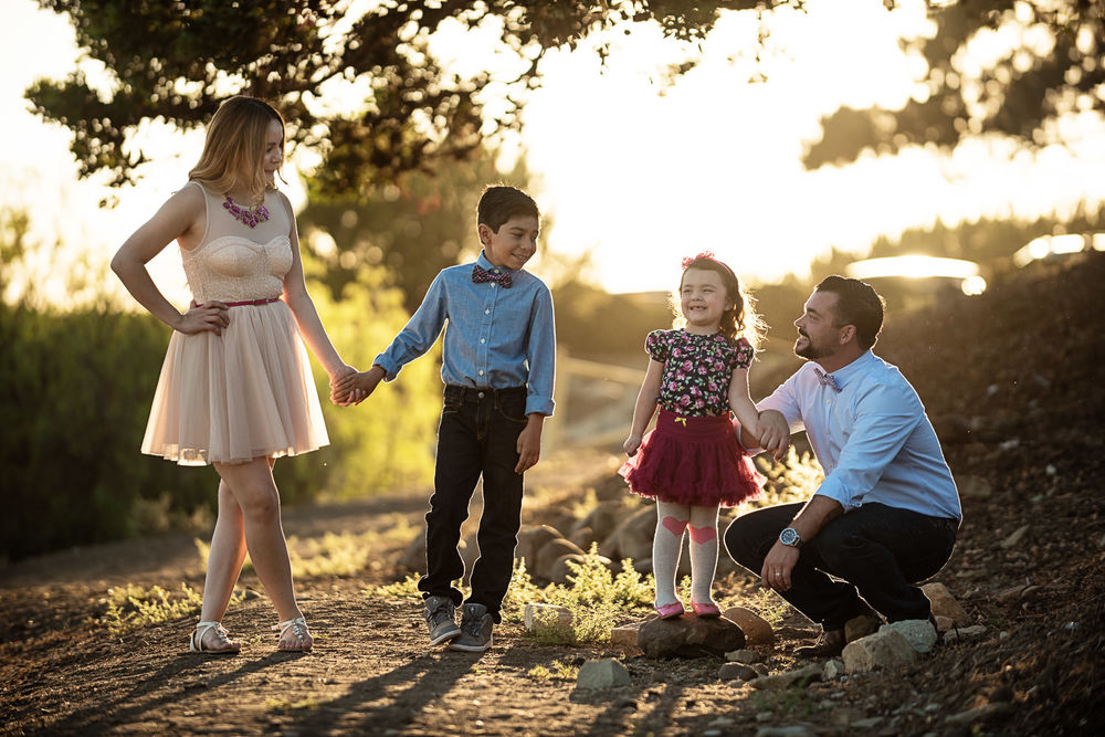 f27-Photography-Ventura-Grant-Park-Serra-Cross-Family-Photo-Session-having-fun-togther