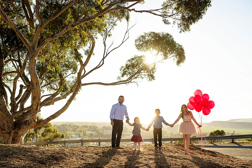 f27-Photography-Ventura-Grant-Park-Serra-Cross-Family-Photo-Session-wide-shot-landscape-with-balloons
