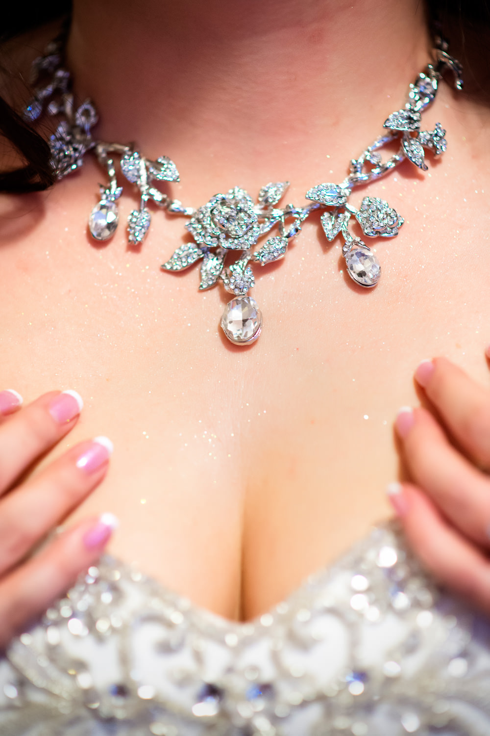 f27-photography-ventura-county-somis-hartley-botanica-wedding-bridal-closeup-jewlery-necklace-detail-shot
