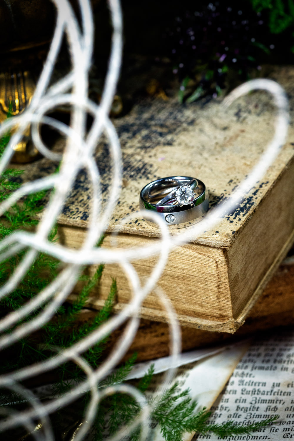 f27-photography-ventura-county-somis-hartley-botanica-wedding-ring-shot-detail