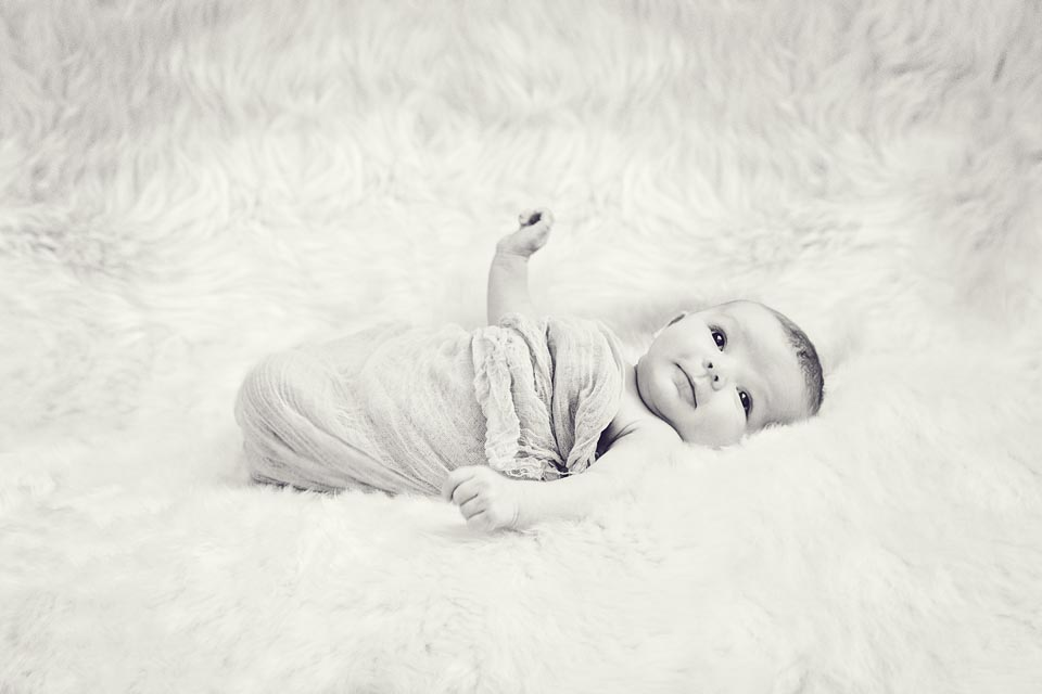 Renata Ramsini Newborn DSC09945-BW copy.jpg