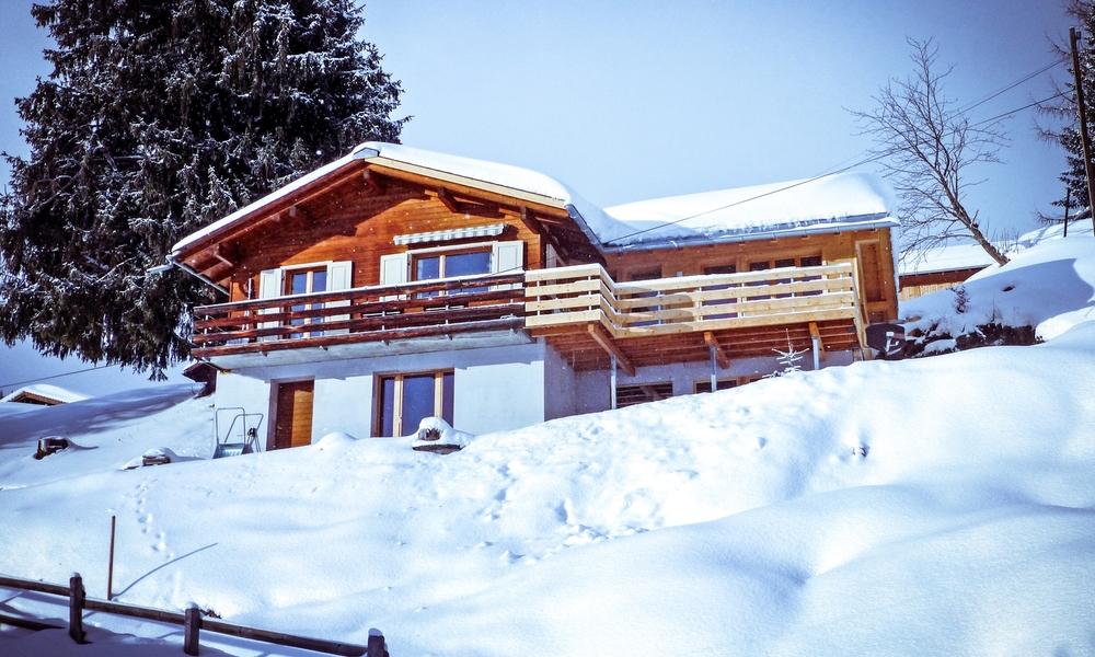 chalet-winter-schnee