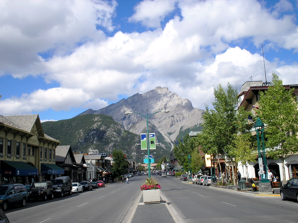 """Banff Avenue - Cascade Mountain"". Licensed under CC BY-SA 3.0 via  Wikimedia Commons"