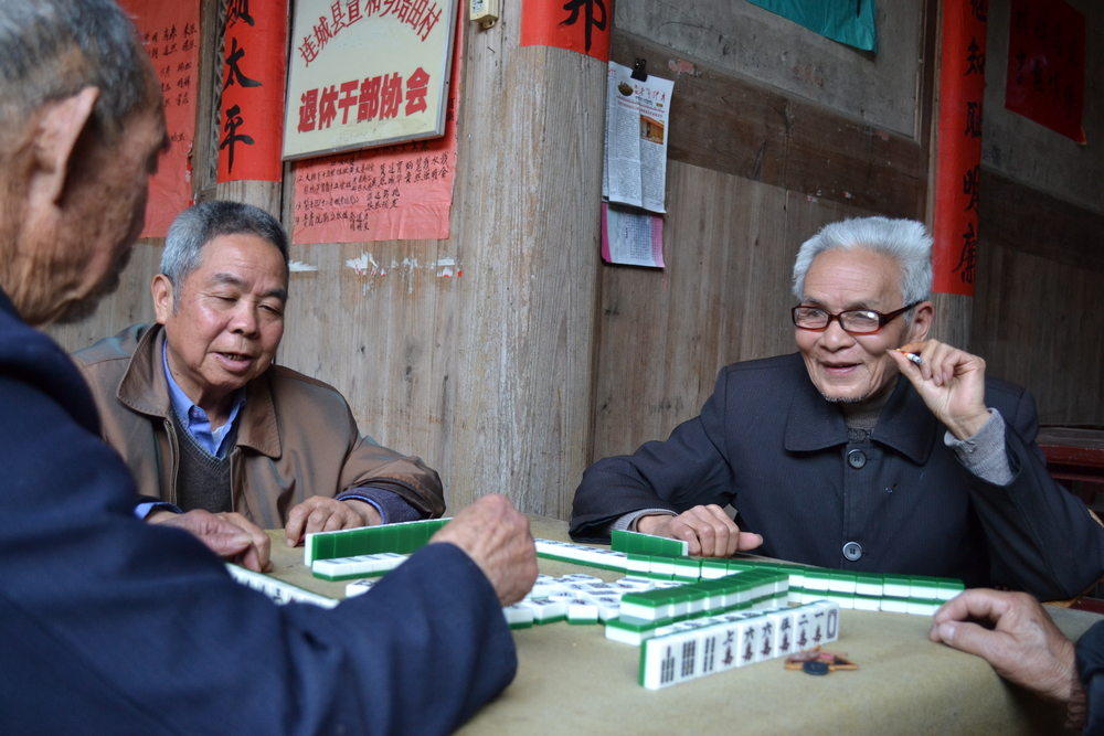 villagers playing a game of majiang