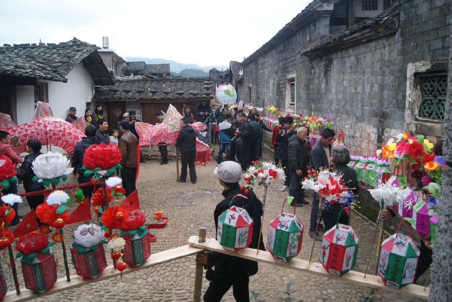 a parade for the Longtai holiday