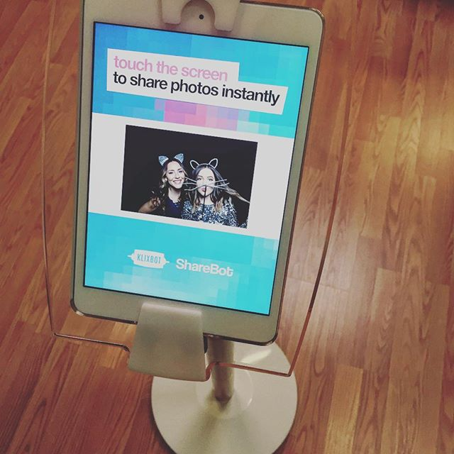 Need instant gratification? Beam photo booth images right to your phone or email them to friends and family right from the event! #klixbotshare