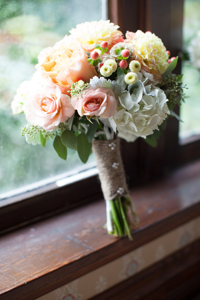 These Garden Roses and Dahlias really popped with this twine wrap.  Perfect in Aspen.  Perfect by the River.  Photography by Shutterchic Photography.