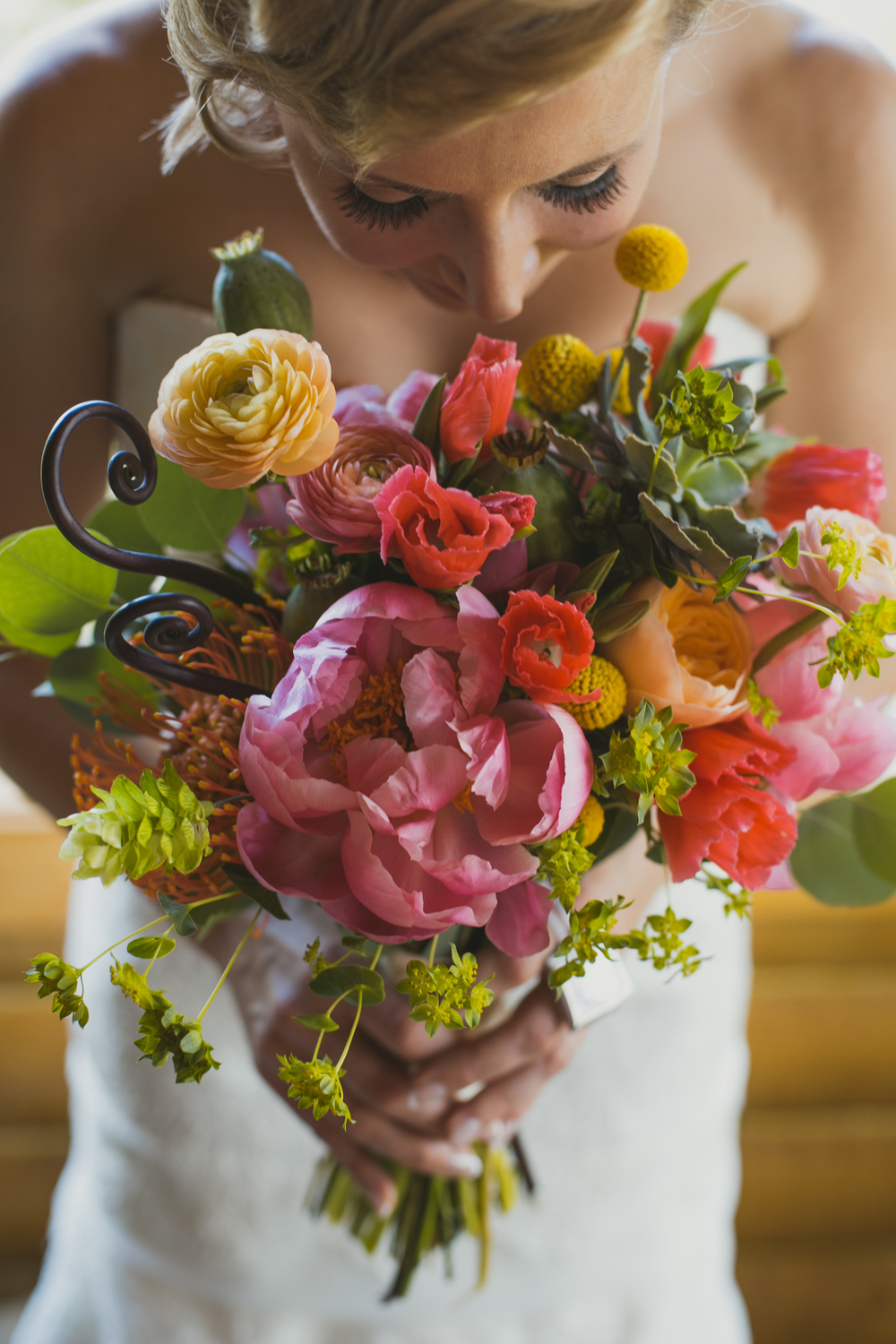 Even if the Juliet is tucked in and not the main focus...it adds the perfect soft color to a bright and bold bouquet.