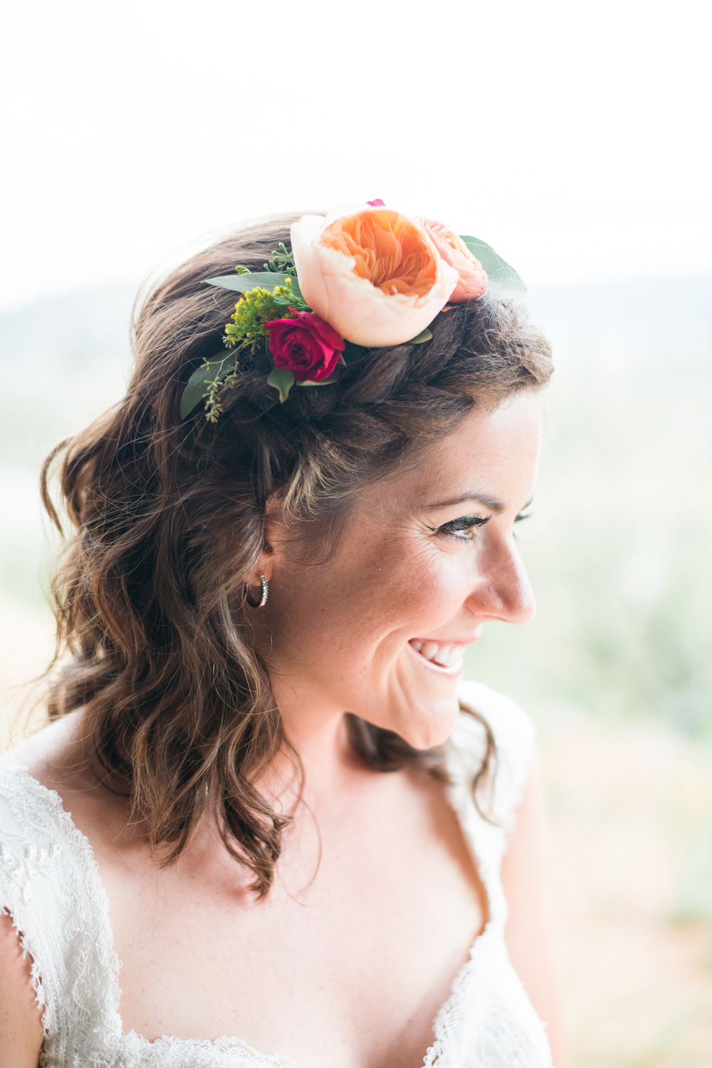 If you are not afraid to wear a larger and more lush flower on your wedding day, this can add to your beauty!