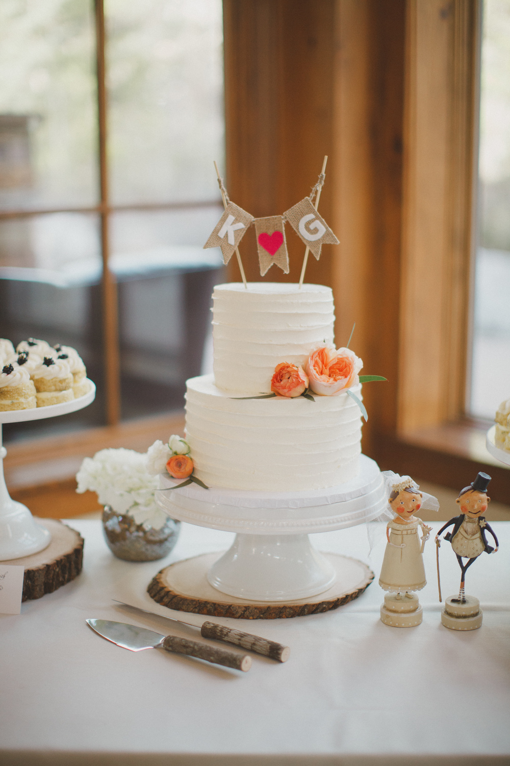 Flowers by Lace and Lilies, Vail Colorado, peach cake flowers