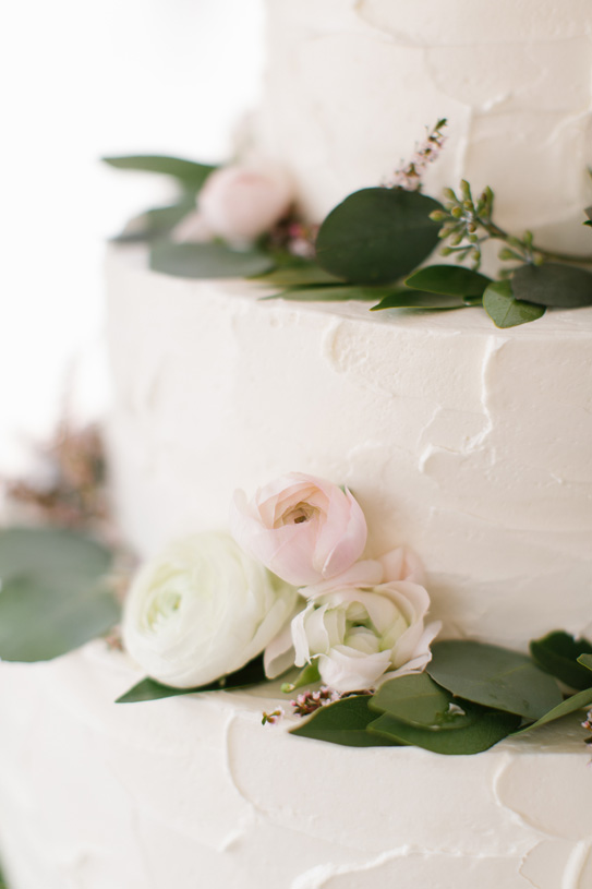 Flowers by Lace and Lilies. Reception / Steamboat Springs, CO - White, Ivory, Blush, Gray, Dusty Green, Sage Green. Soft, Romantic, Timeless, Classic, Elegant. Cake Flowers, Marriage, Wedding. Calcynia, Blushing Bride, Eucalyptus, Silver Brunia Berry / Berries, Dusty Miller, Ranunculus