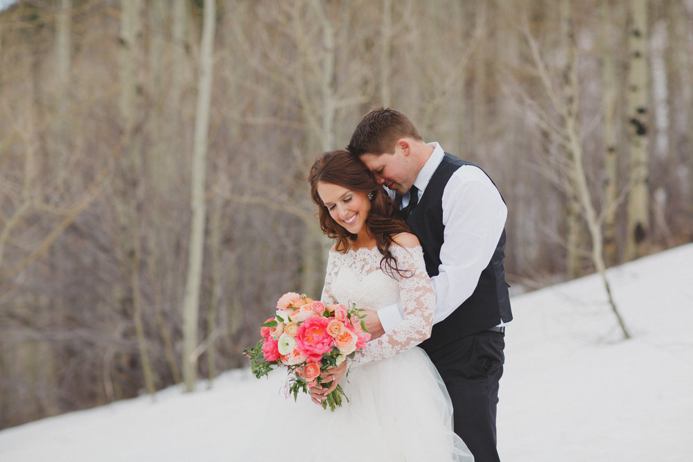 winter-elopement-flowers.jpg