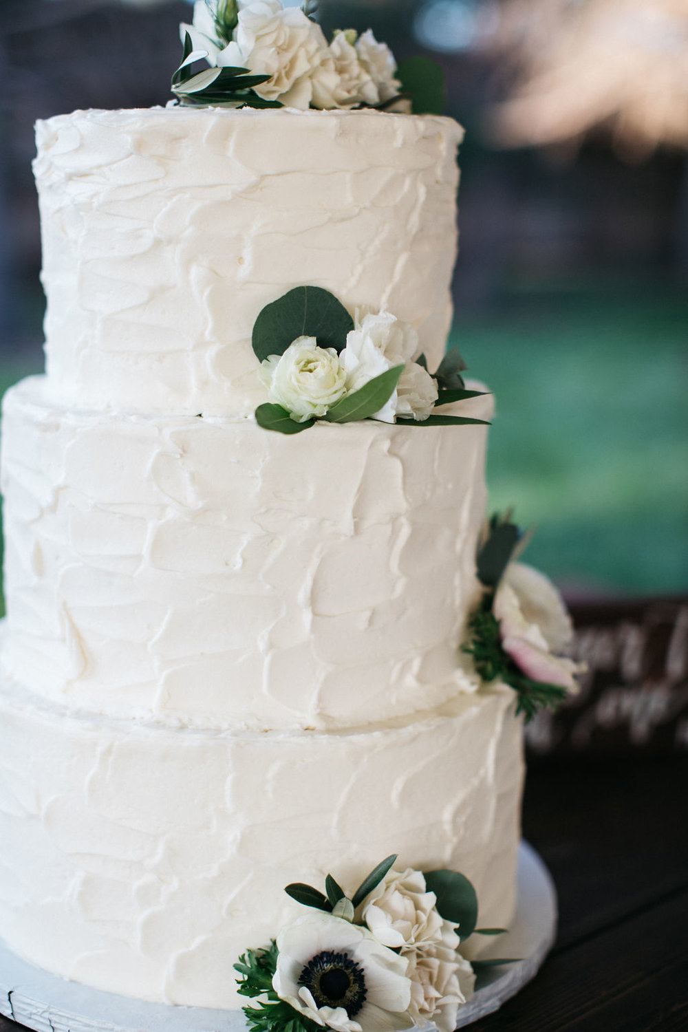 Flowers by Lace and Lilies, cake flowers, wedding flowers, greenery, foliage, colorado wedding, mountain wedding