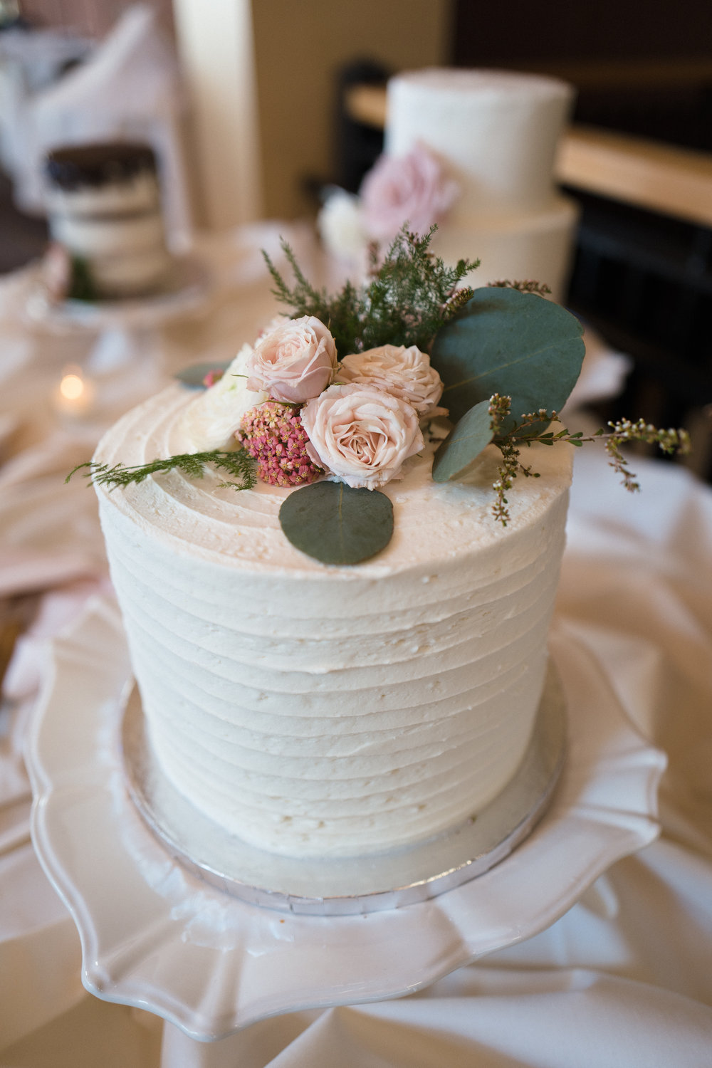Flowers by Lace and Lilies, cake flowers, wedding flowers, mountain cake, dessert flowers, colorado wedding, color palette, mountain wedding