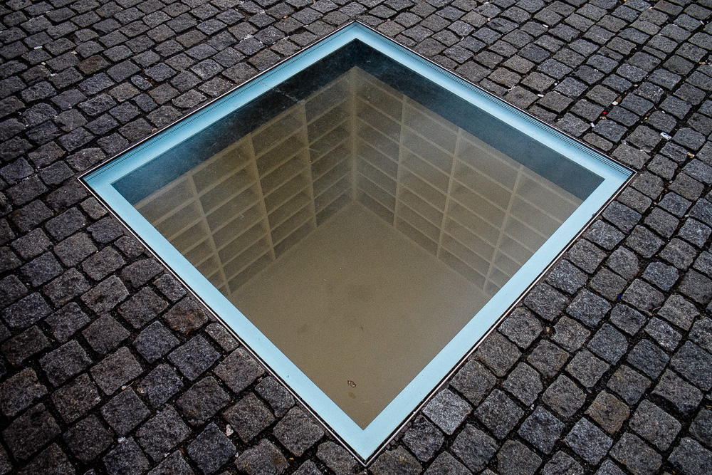 Empty bookshelves - memorial of Nazi bookburning on the Bebelplatz. Clearer photo than I managed last time!