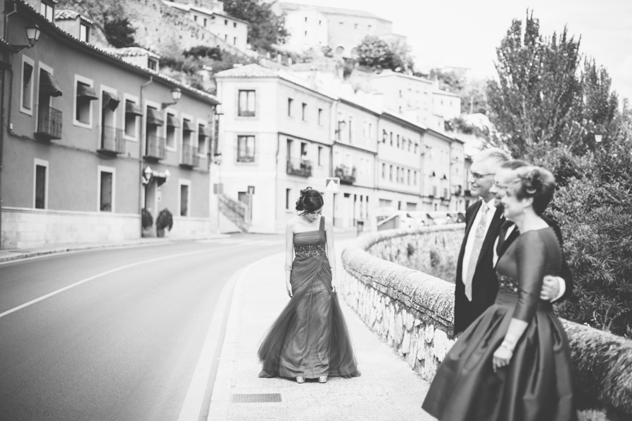 """Ventajas de ser dos fotógrafos durante una boda: Mientras uno de nosotros hace las imprescindibles fotos familiares """"clásicas"""", el otro puede dedicarse a perseguir instantes como este."""