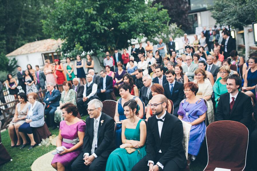 Lo bueno de las ceremonias al aire libre: Cada invitado puede estar donde le apetece, y todos ellos tienen una vista perfecta de lo que está ocurriendo.