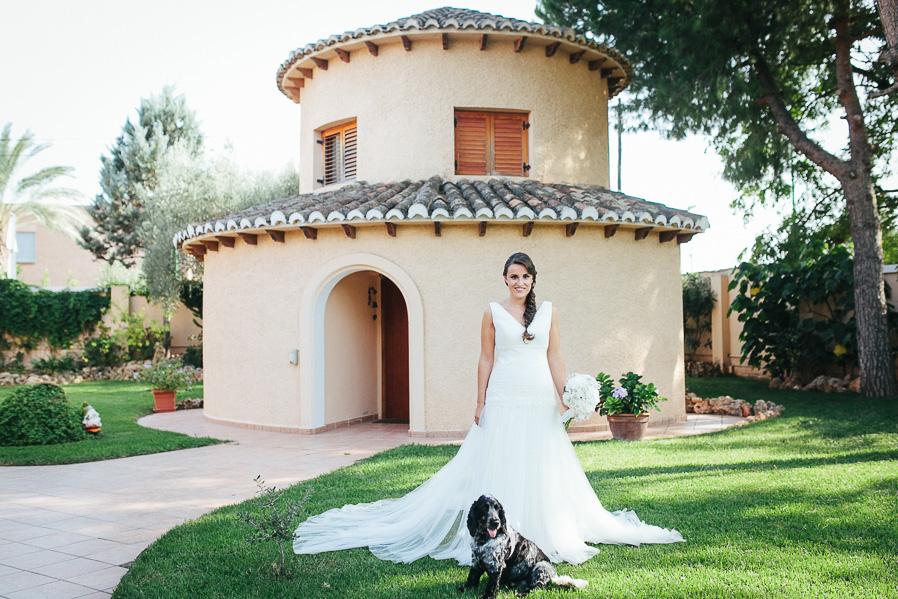 Nos gustan mucho las novias que no tienen miedo de posar con sus perros :)
