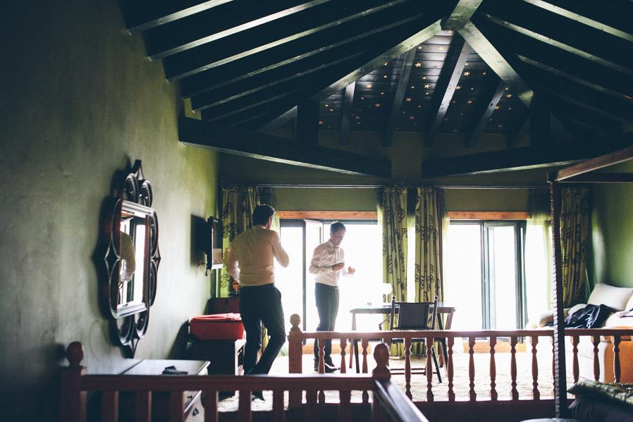 Atención a las estrellas pintadas en el techo de la habitación.