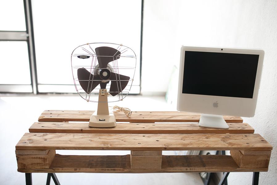 """Ese viejo ventilador Taurus es una de las pocas cosas que hemos conservado de la """"decoración original"""". Nos encanta."""