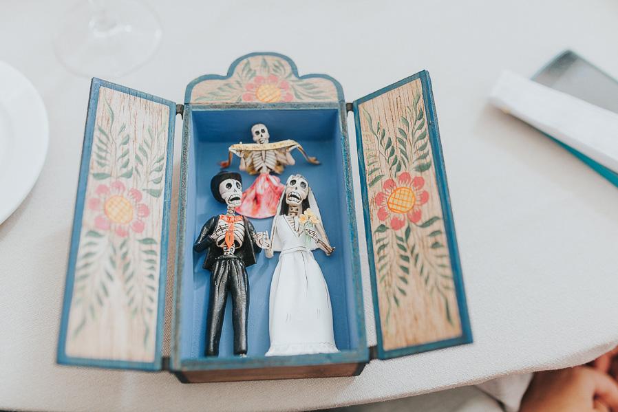 Uno de los regalos de los novios a los siguientes amigos que se casaban.