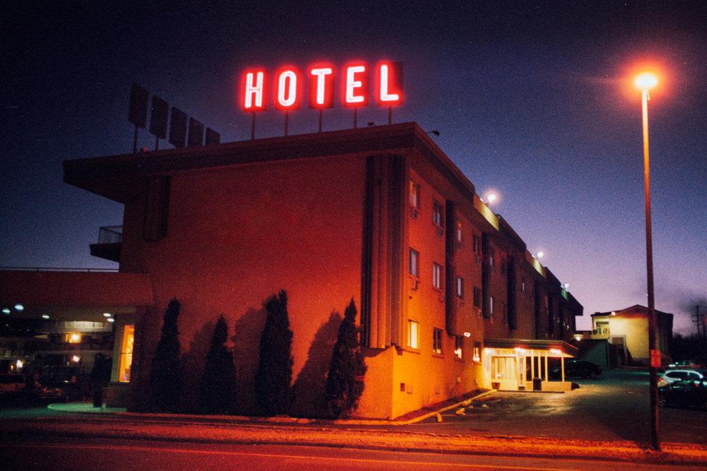 HOTELw.jpg