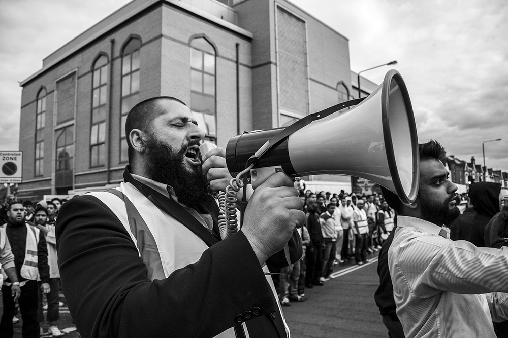 UAF steward appeals to gathered UAF supporters to be remain calm and organised after word spreads that  SIOE members have arrived in the vicinity of Harrow Mosque.