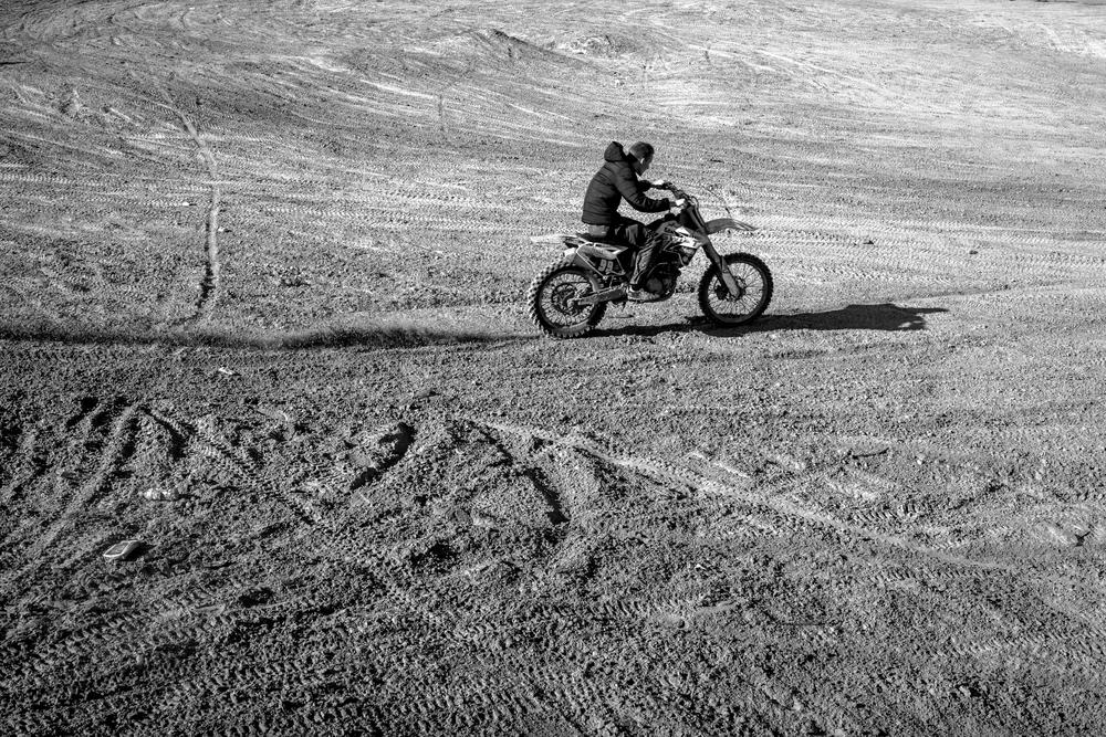 Al rides through Tilbury sand quarry. Essex.