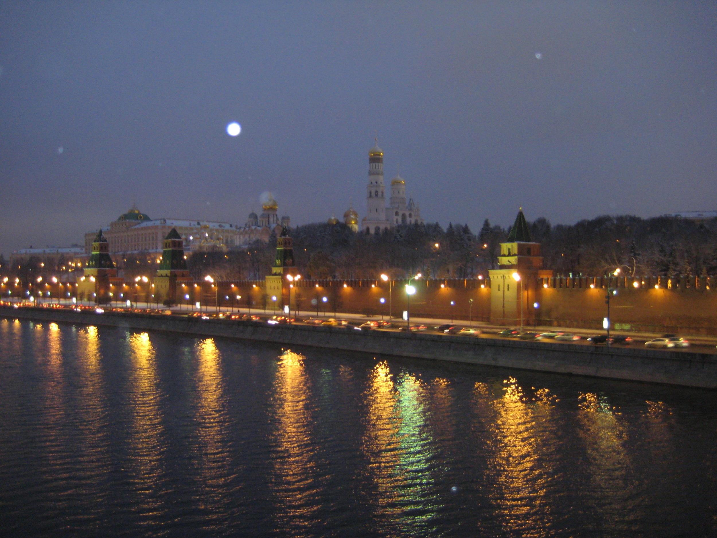 kremlin-by-night