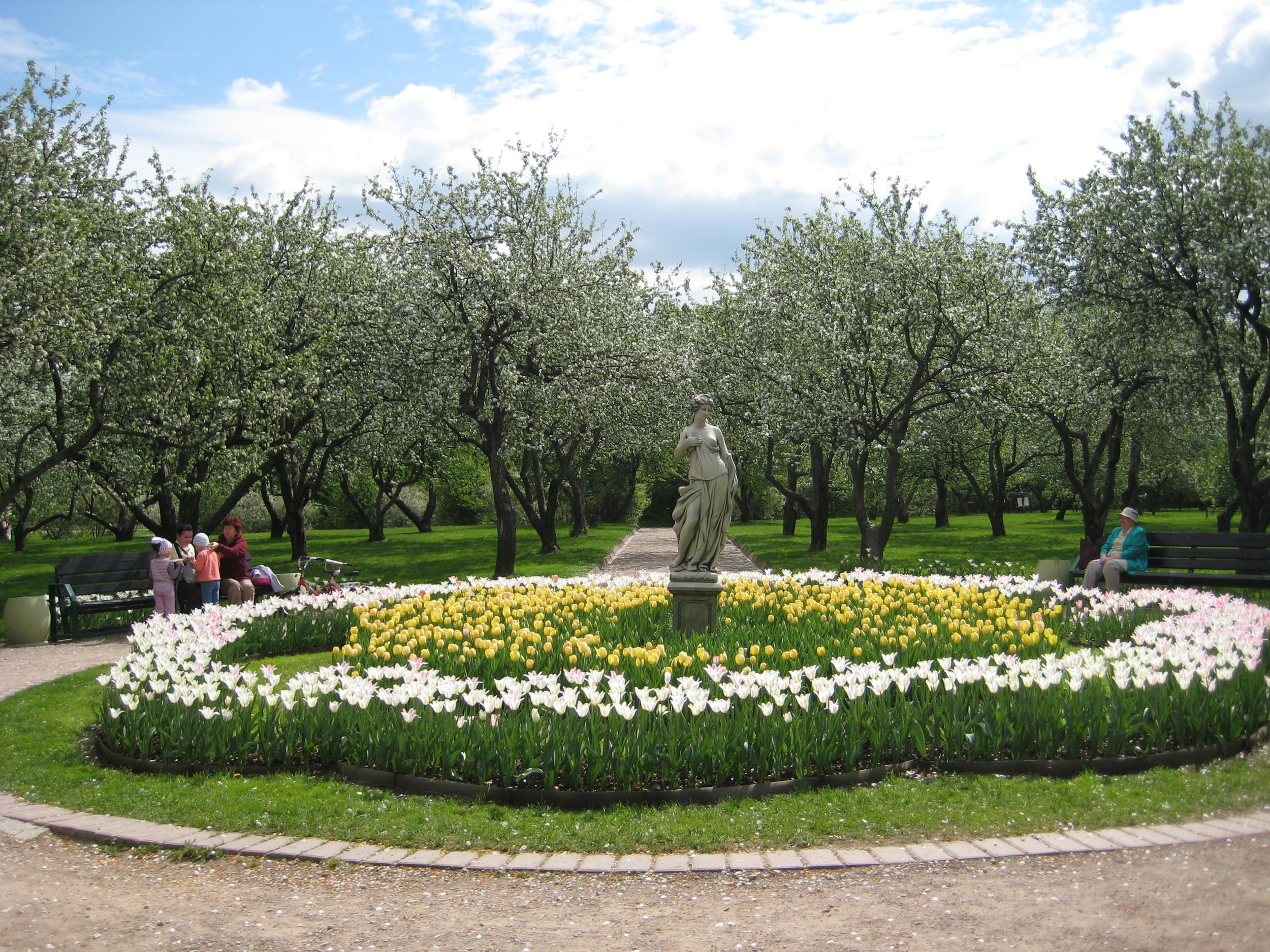 kazansky-garden-at-kolomenskoe