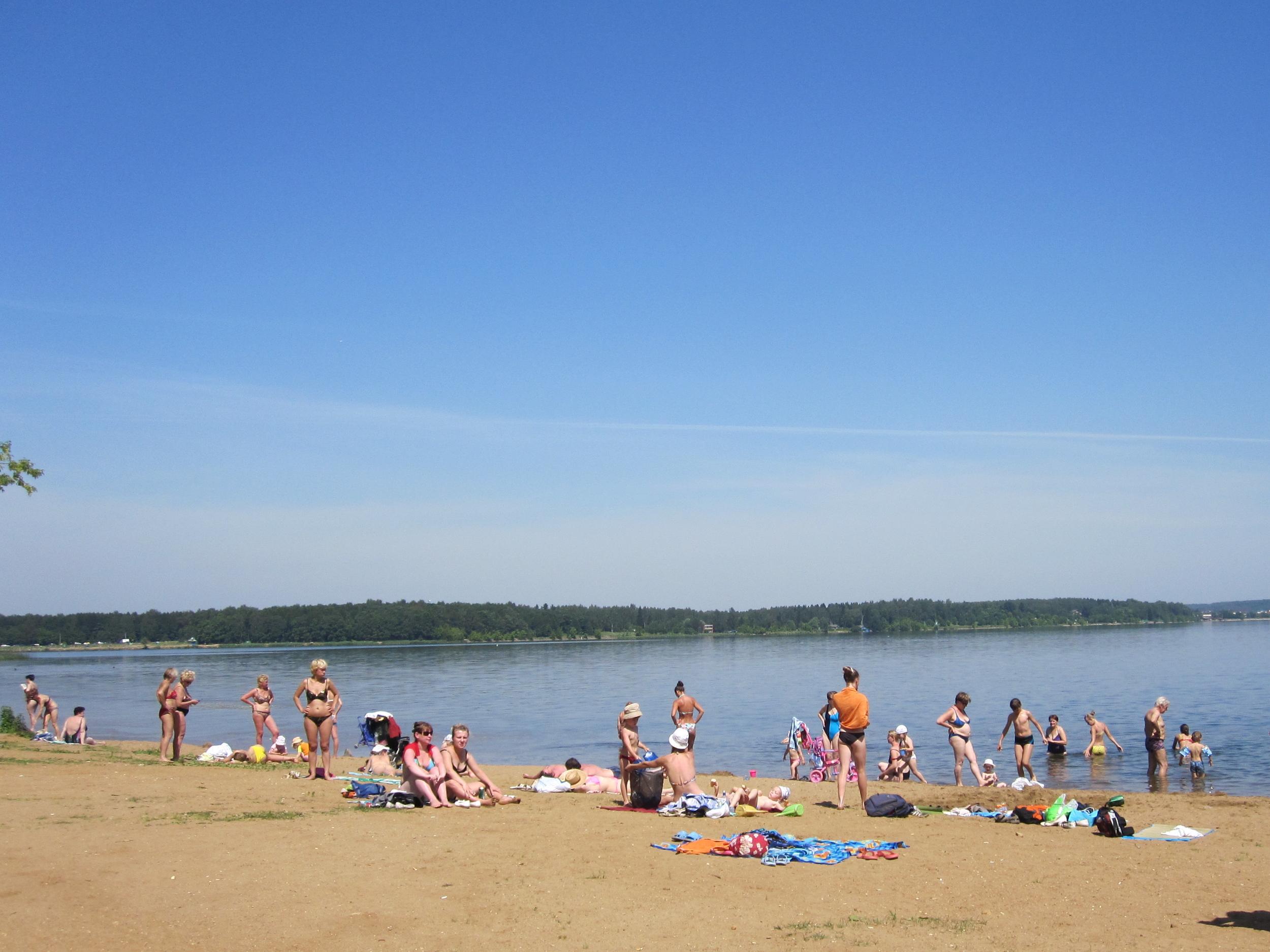 beach-on-lake-senezh