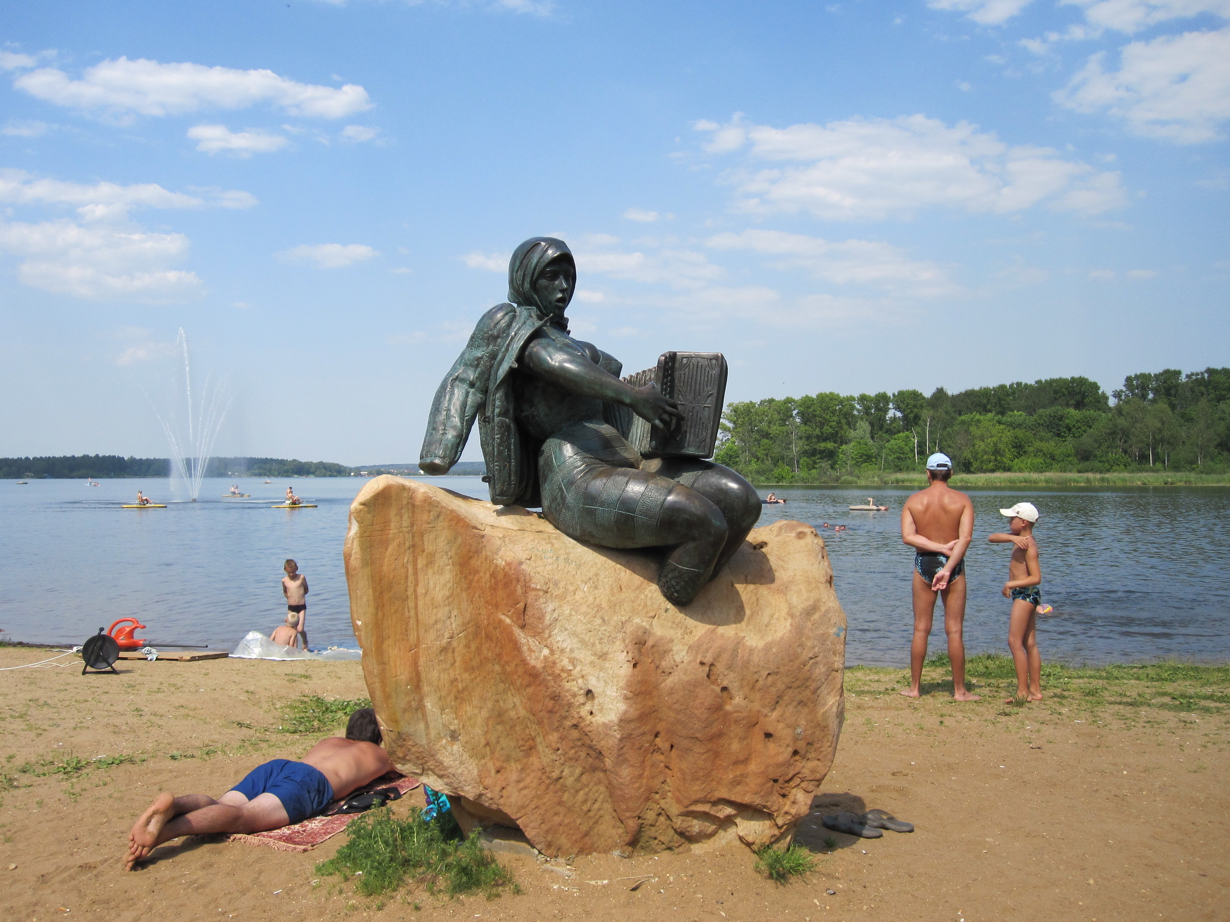 one-of-the-towns-many-sculptures-on-the-beach-at-solnechnogorsk