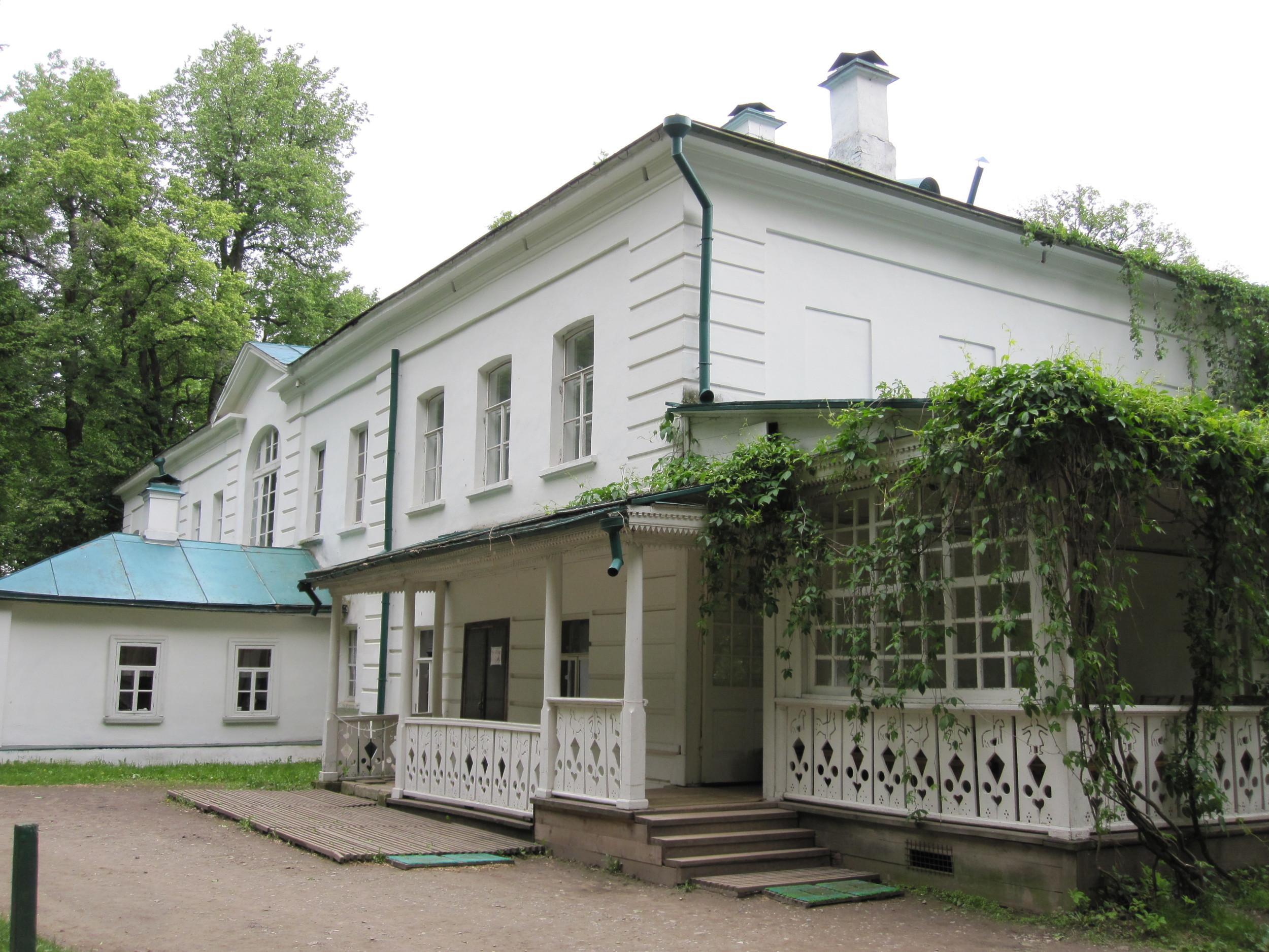 tolstoys-house-at-yasnaya-polyana